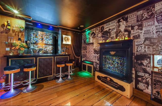 Soul Wall Bubbly Bar